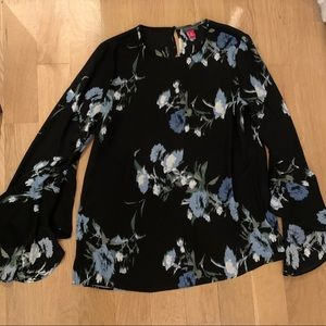 Vince camuto floral top with bell sleeves